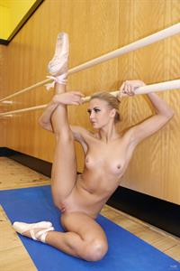 Jati does nude ballet for Watch4Beauty
