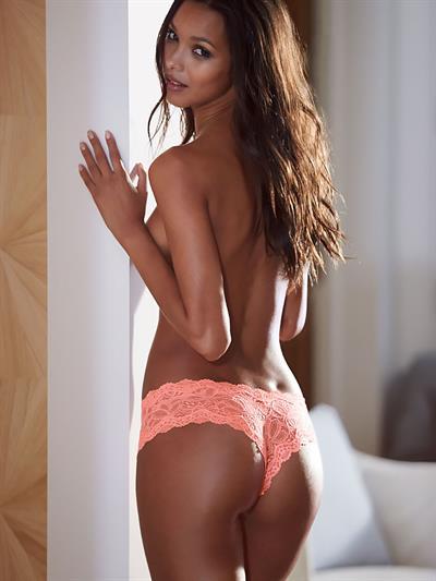Lais Ribeiro in lingerie - ass