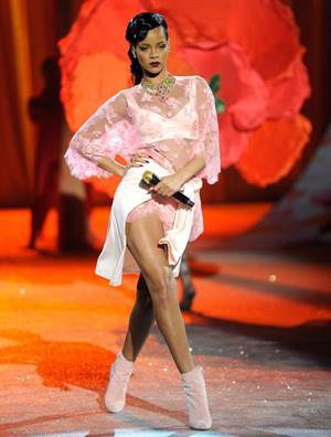 Rihanna Victoria's Secret fashion show in NY 11/7/12