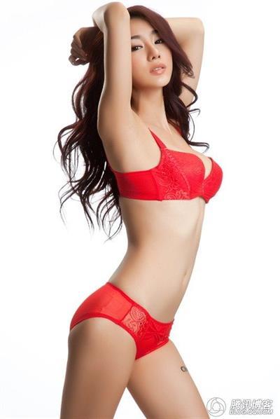 Jin Mei Xin in lingerie