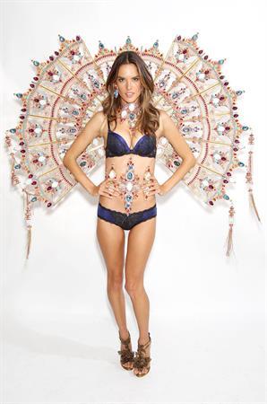 Alessandra Ambrosio Victoria's Secret fashion show 2011 fittings