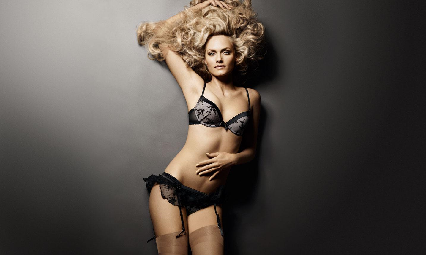 Amber Valleta in lingerie
