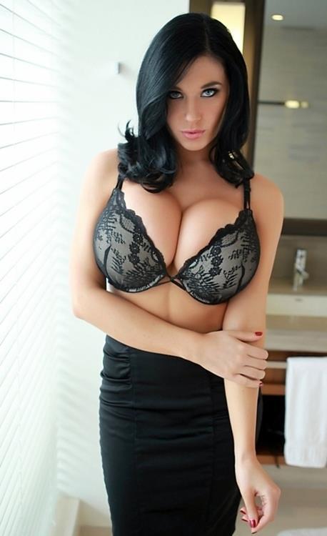 Christina Iannelli in lingerie