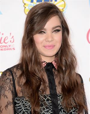 Hailee Steinfeld attending the 2014 Teen Choice Awards, Los Angeles, August 10, 2014