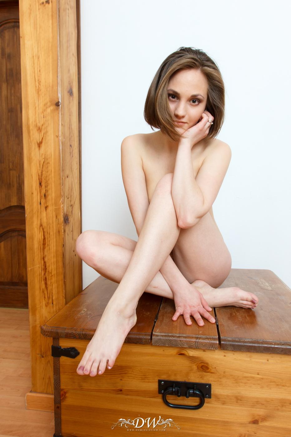 Teen nude posing