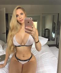 Amanda Elise Lee in a bikini taking a selfie