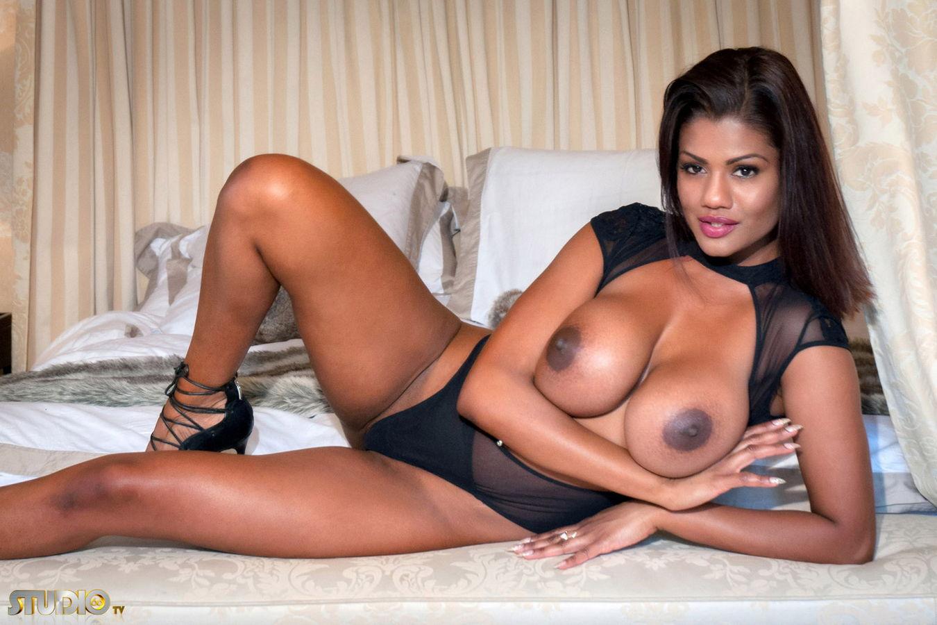 Sophia Lares Nude