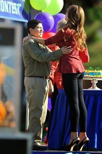 "Sofia Vergara – ""Modern Family"" set candids, LA 10/17/13"