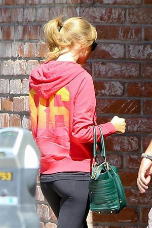 Taylor Swift in Burbank on September 28, 2013