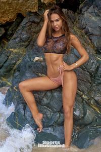 Alexis Ren Pictures