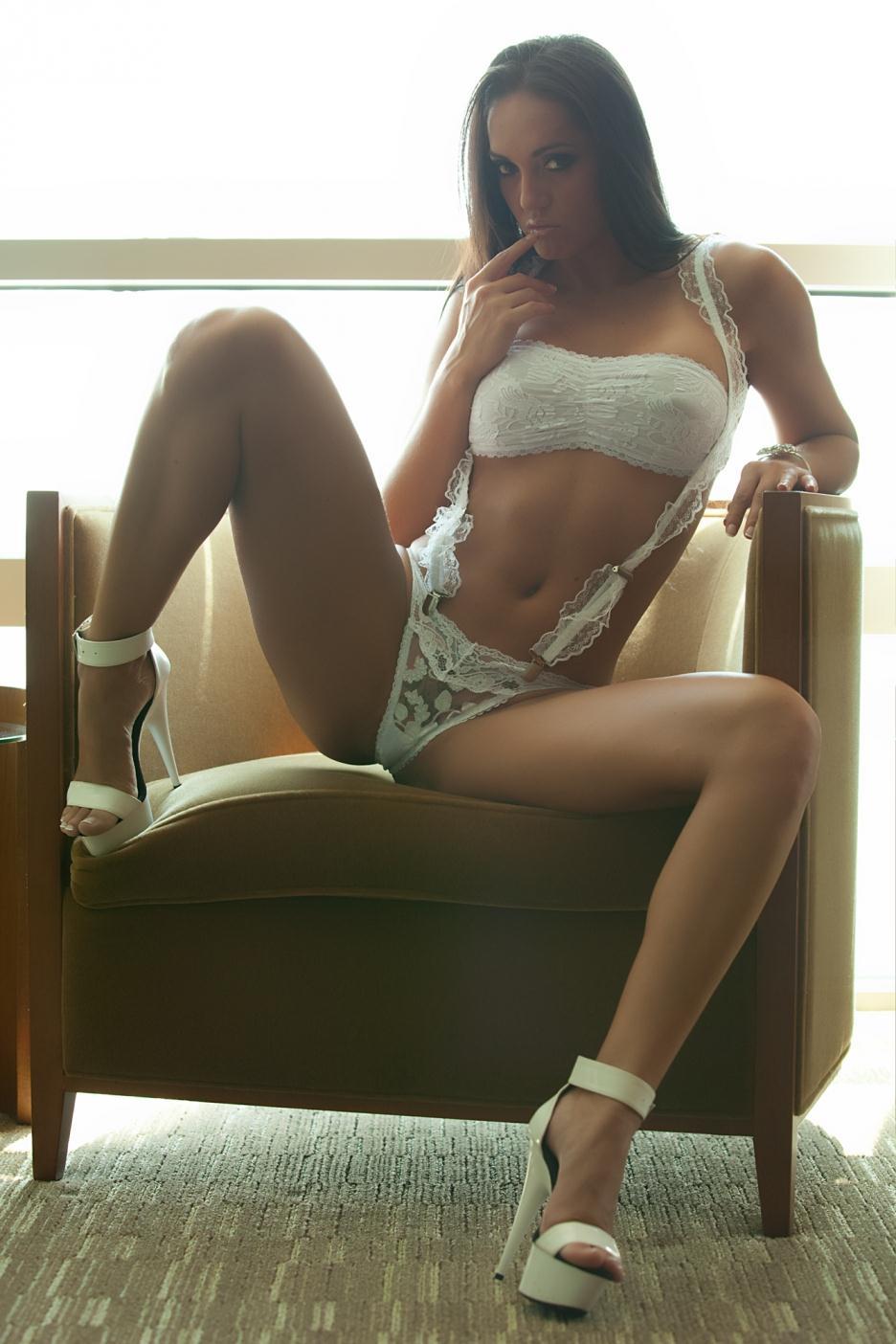 Tahiti Cora in lingerie