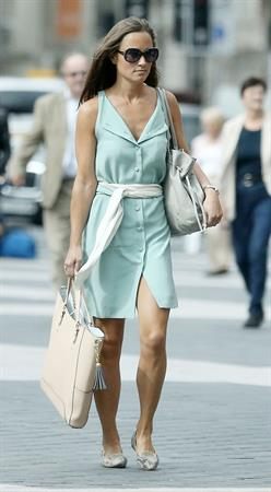 Pippa Middleton walking in London 03.09.13
