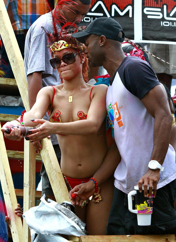 rihanna-nude-reel-pics-carnaval-fat-booty-nude-indian-girl