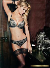 Luisana Lopilato in lingerie