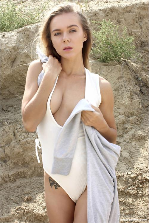 Karissa Diamond Pictures. Hotness Rating = Unrated