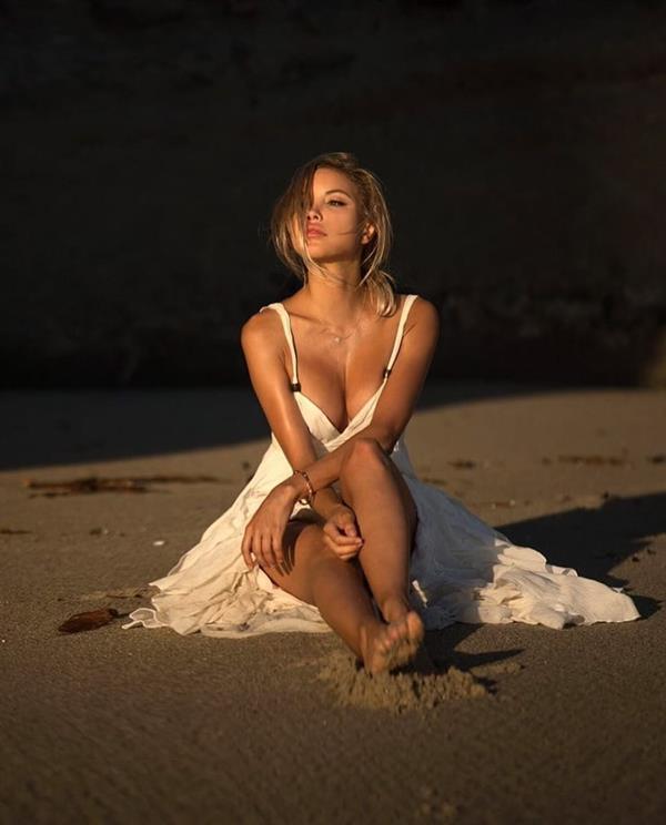 Elena Belle