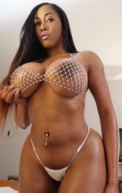 Moriah Mills Nude Pictures