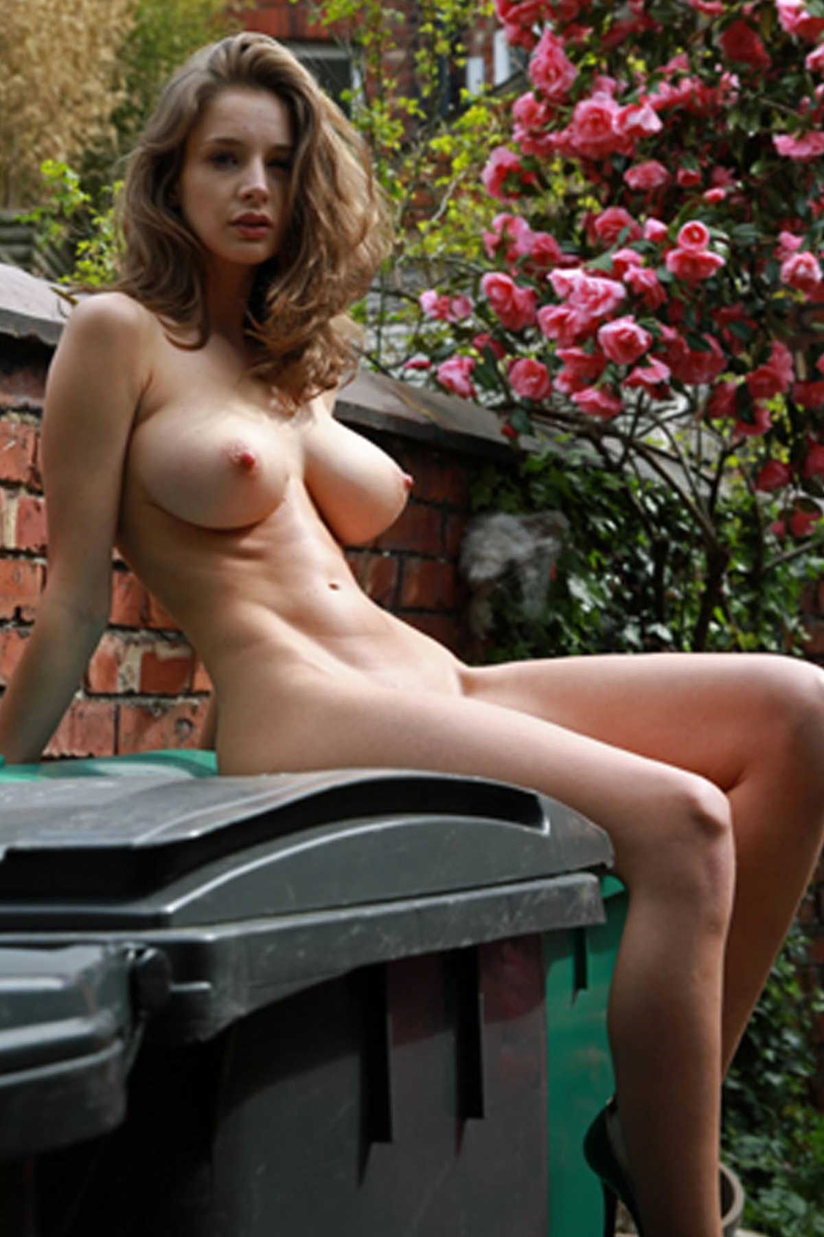 Emily Shaw  nackt