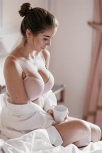 Emilie Tømmerberg in lingerie