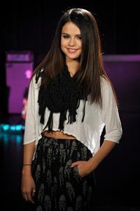 Selena Gomez MTV Movie Awards rehearsals in Burbank 12.04.13