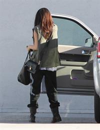 Selena Gomez - Hits the studio in black sweatpants in Los Angeles (11.05.2013)