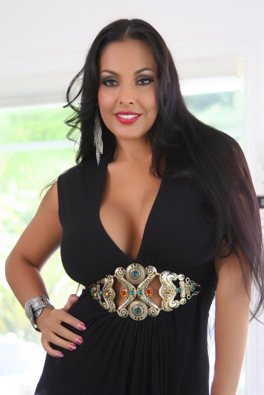 Nina Mercedez Pictures (42 Images)