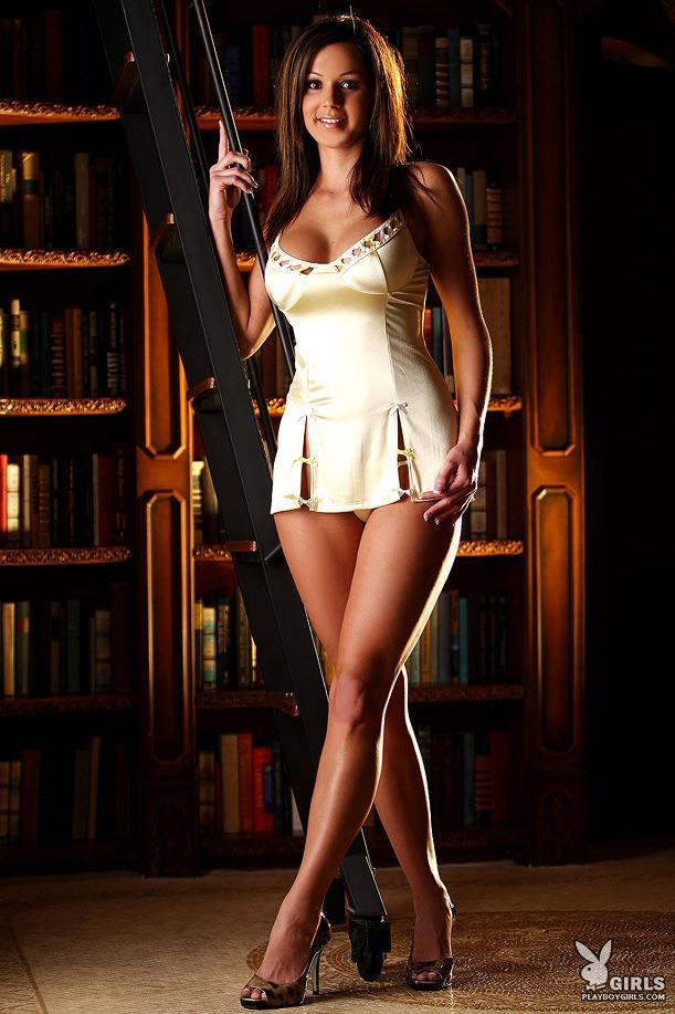 Jessica de Carlo in lingerie