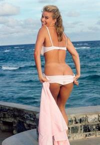 Vendela Kirsebom in lingerie