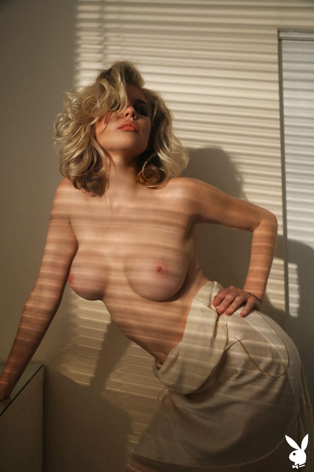 Taylor collins nude