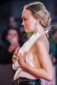 Lily-Rose Depp braless boobs in a sexy outfit seen by paparazzi showing nice sideboob cleavage.