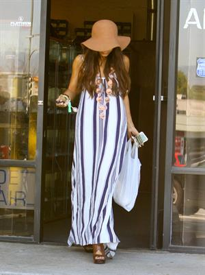 Vanessa Hudgens in a big floppy hat in Los Angeles on April 11, 2013