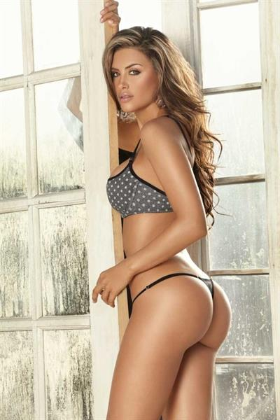 Jessica Cediel in lingerie - ass