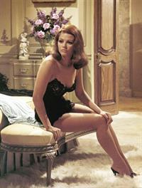 Claudia Cardinale in lingerie