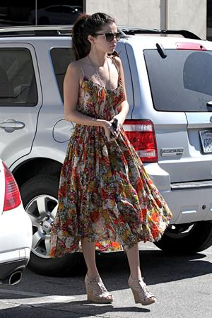 Selena Gomez heads to a Beauty Salon in LA 2/28/13