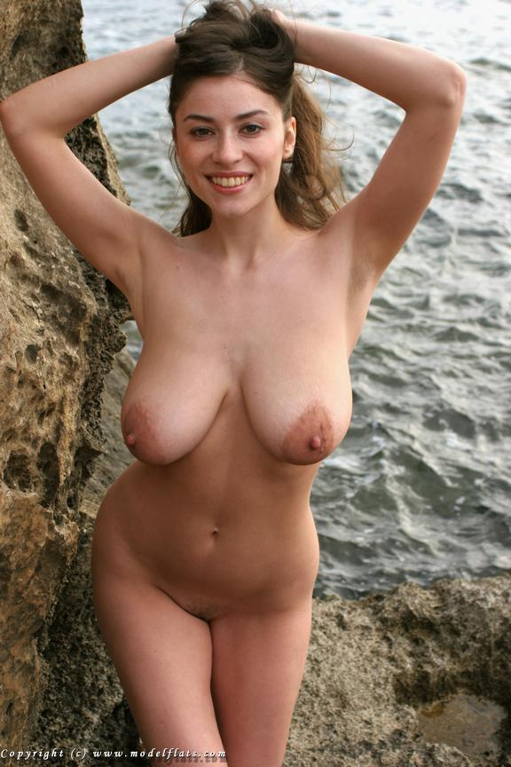 Polina Nude - 8 Pictures in an Infinite Scroll