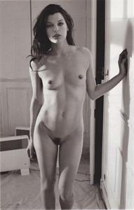 Milla Jovovich - pussy and nipples