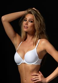 Caroline Becu in lingerie